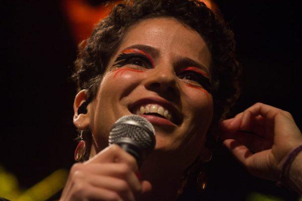 A cantora de si mesma, a cantatoura VeriWeinlich