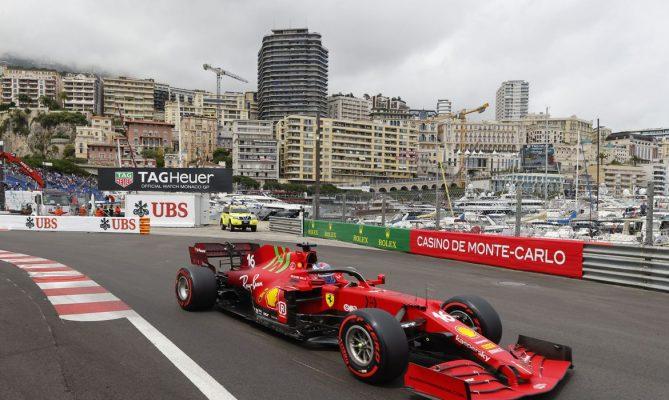 Charles Leclerc da Ferrari conquista pole position
