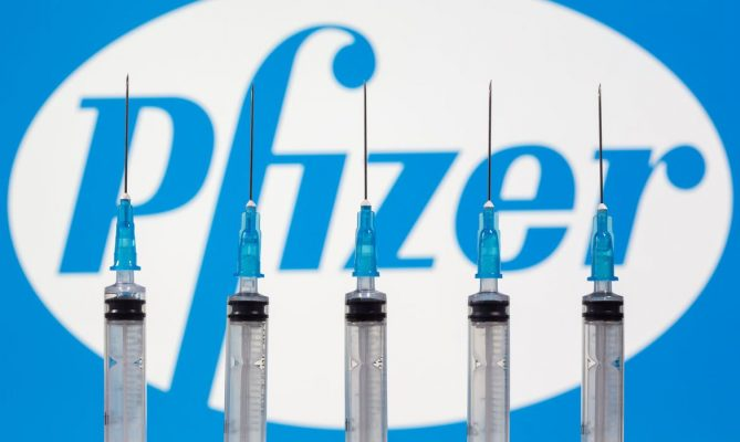 Começa hoje a distribuição de 1 milhão de vacinas da Pfizer