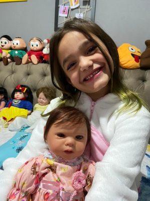 MC Maluzinha festeja com sua Bebê Reborn